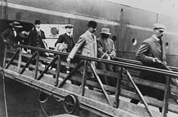 Crippen y Ethel, arrestados, a su regreso al Reino Unido.
